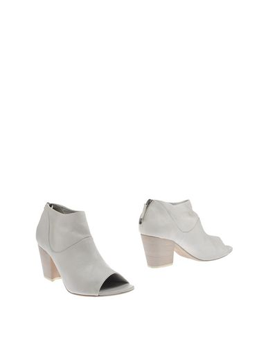 SETTIMA Ankle Boot in White