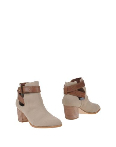 CYNTHIA VINCENT Ankle Boot in Sand