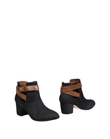 CYNTHIA VINCENT Ankle Boot in Blue